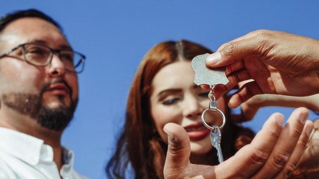 couple getting the keys to a home